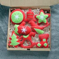 Набор красно-зеленых елочных игрушек из фетра (№13169, Готовая работа, 3000р.)