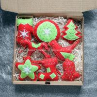 Набор красно-зеленых елочных игрушек из фетра (№13171, Готовая работа, 3000р.)