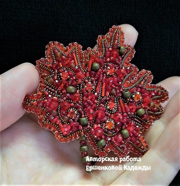 Брошь Лист кленовый красный